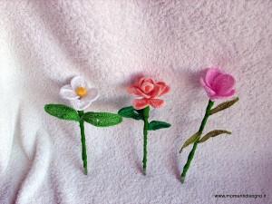 fiori all'uncinetto con anima in filo di ferro